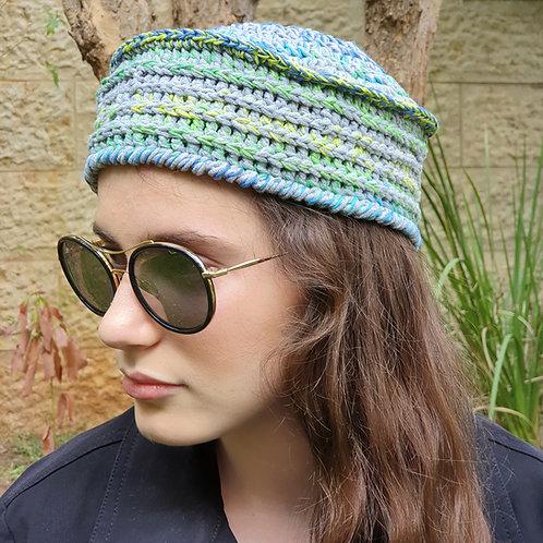 כובע סרוג אופנתי בגווני אפור ירוק לאשה ולנערה