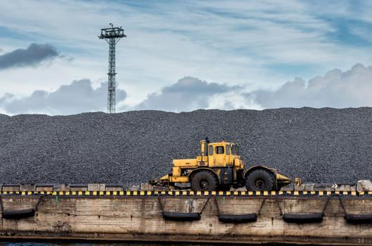 tractor-coal-hill_132273-336.jpg
