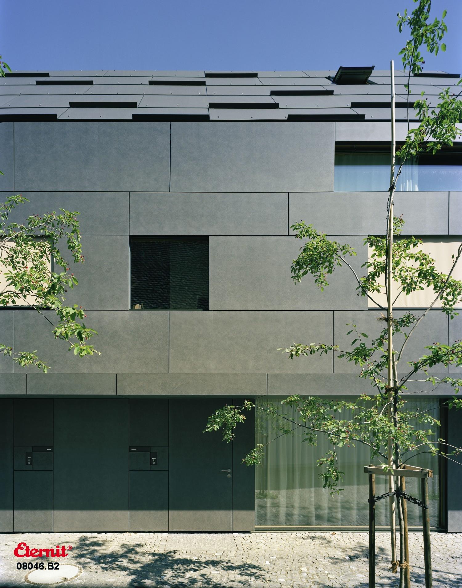 Elegante moderne passgenaue Fassade