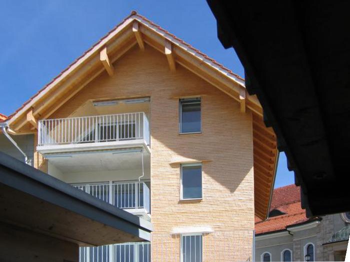 Freundliche Fassade auch nach Umbau