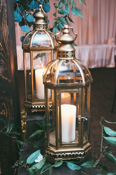 gold lantern decor at wedding reception