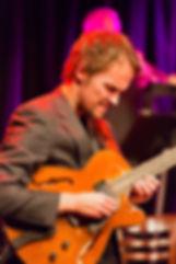 Gisle Torvik samarbeider med Hardanger Big band på platen Kryssande