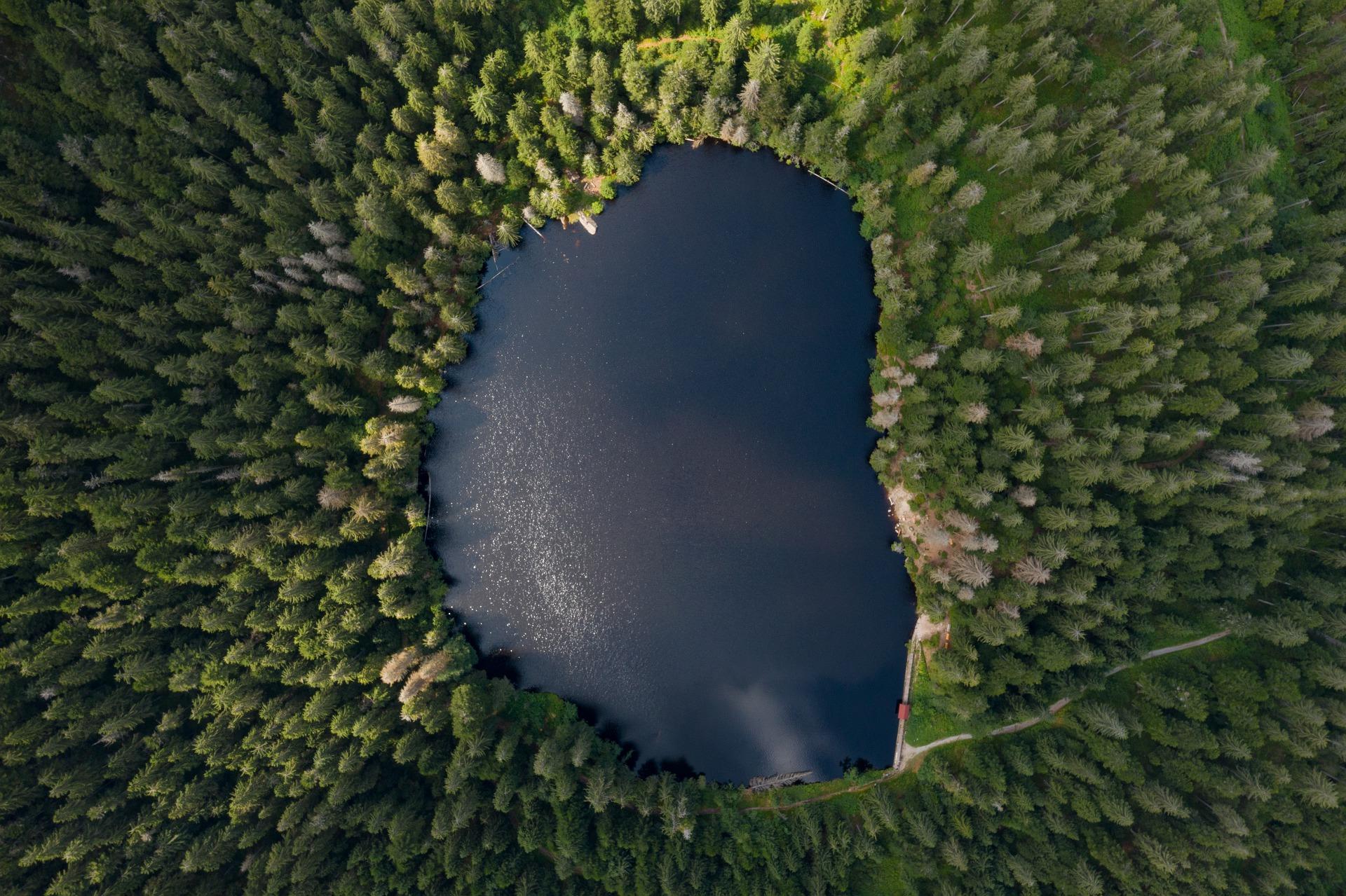 lake-4335571_1920