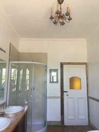 one-stop-100-year-old-house-bathroom-sho