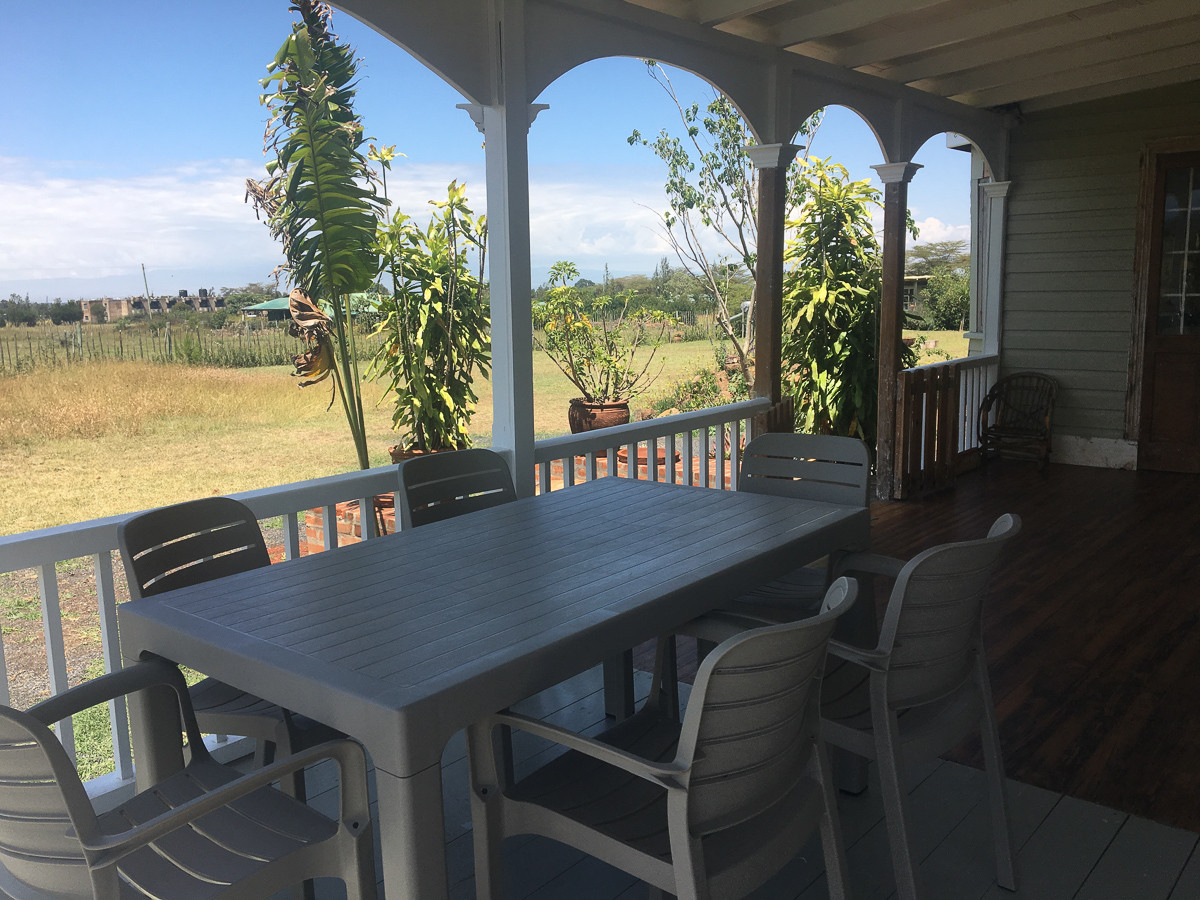 one-stop-100-year-old-house-vernda-table
