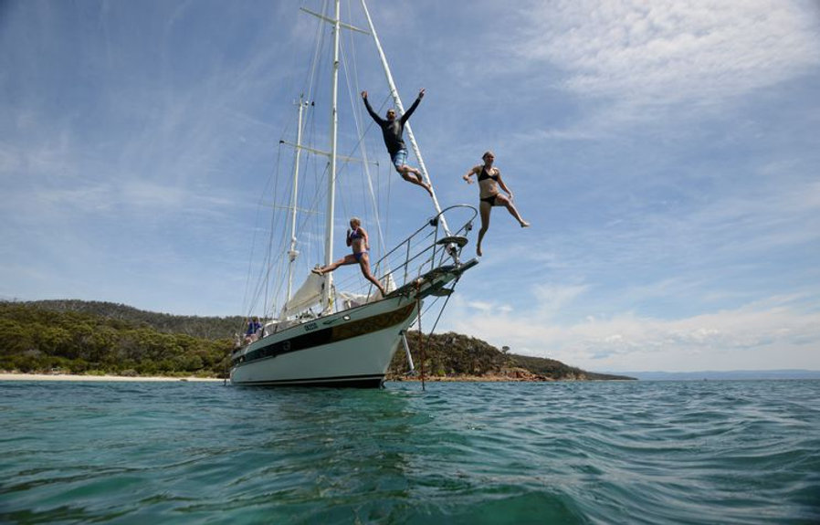 taswalkingco-sailing-boat.jpg