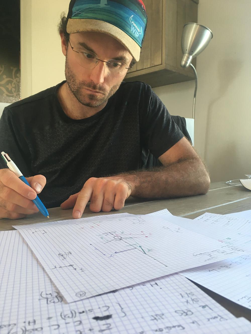 Benoit MARIE à sa table de travail