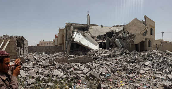 Destroyed_house_in_the_south_of_Sanaa_12