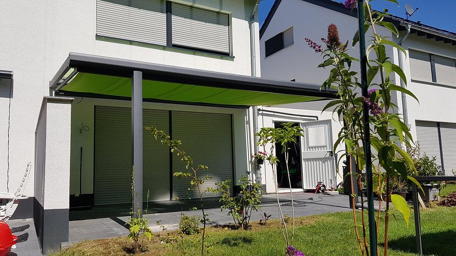 Terrassendach  in Euskirchen bei nähe Bad Münstereifel  an der Eifel, obenliegender Aluminium Statik und Glasdach. Die günstige angefertigte Terrassenüberdachung kann später mit niedrigen Kosten zum Wintergarten ausgebaut werden