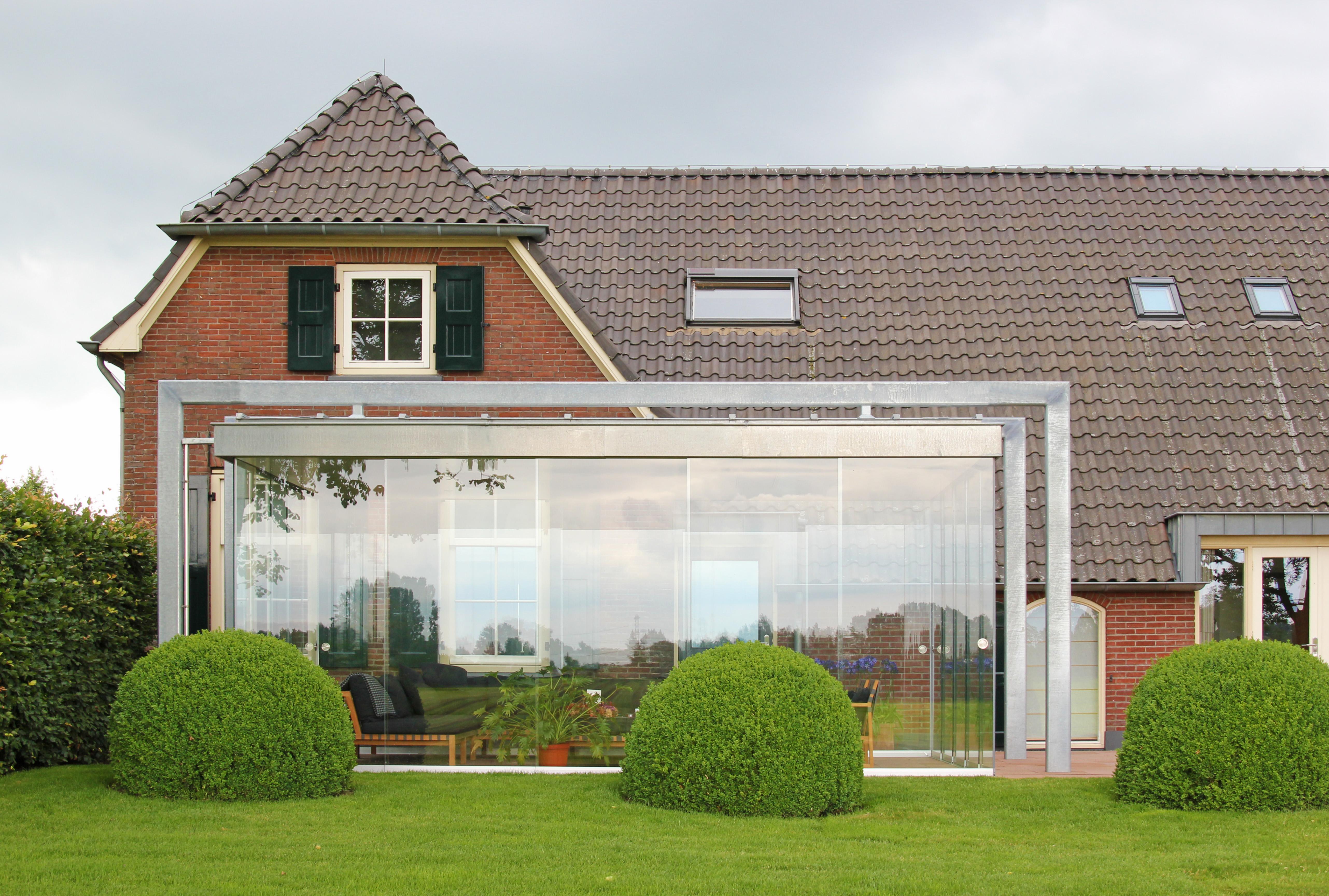 moderner Ganzglas-Wintergarten