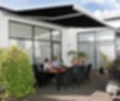 Terrassen-Markisen mit Wintergarten-Solution, wir bieten Lösungen für Markisen, Sonnenschutz und Beschattungen mit Lieferung in ganz NRW Deutschland von Terrassendach-Markisen, Wintergarten-Markisen, Balkon-Markisen, Gewerbe-Markisen, Restaurant-Markisen