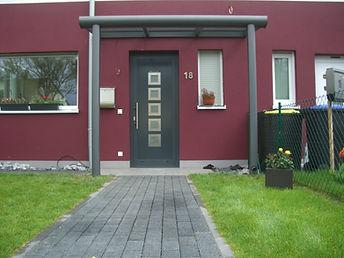Vordach, Haustür Überdachung ,Haustür Vordach Überdachung Duisburg-Moers. Edelstahl und Glas, Haustür Überdachung, Vordach Preise,Angebote und Lieferung auf Anfrage wegen Anfertigung.