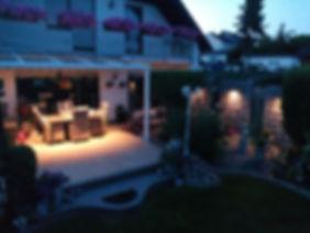 Terrassendach in Dortmund aus Aluminium und Sicherheitsglas im Dach. Das günstige Terrassendach Angebot für die Überdachung in Dortmund konnte im Preis überzeugen, so dass der Ausbau zum Kalt-Wintergarten in Kürze erfolgt.