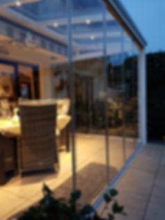 Terrassenüberdachung in Klön von Firma Wintergtarten-Solution Satzkowski mit Glasschiebetüren