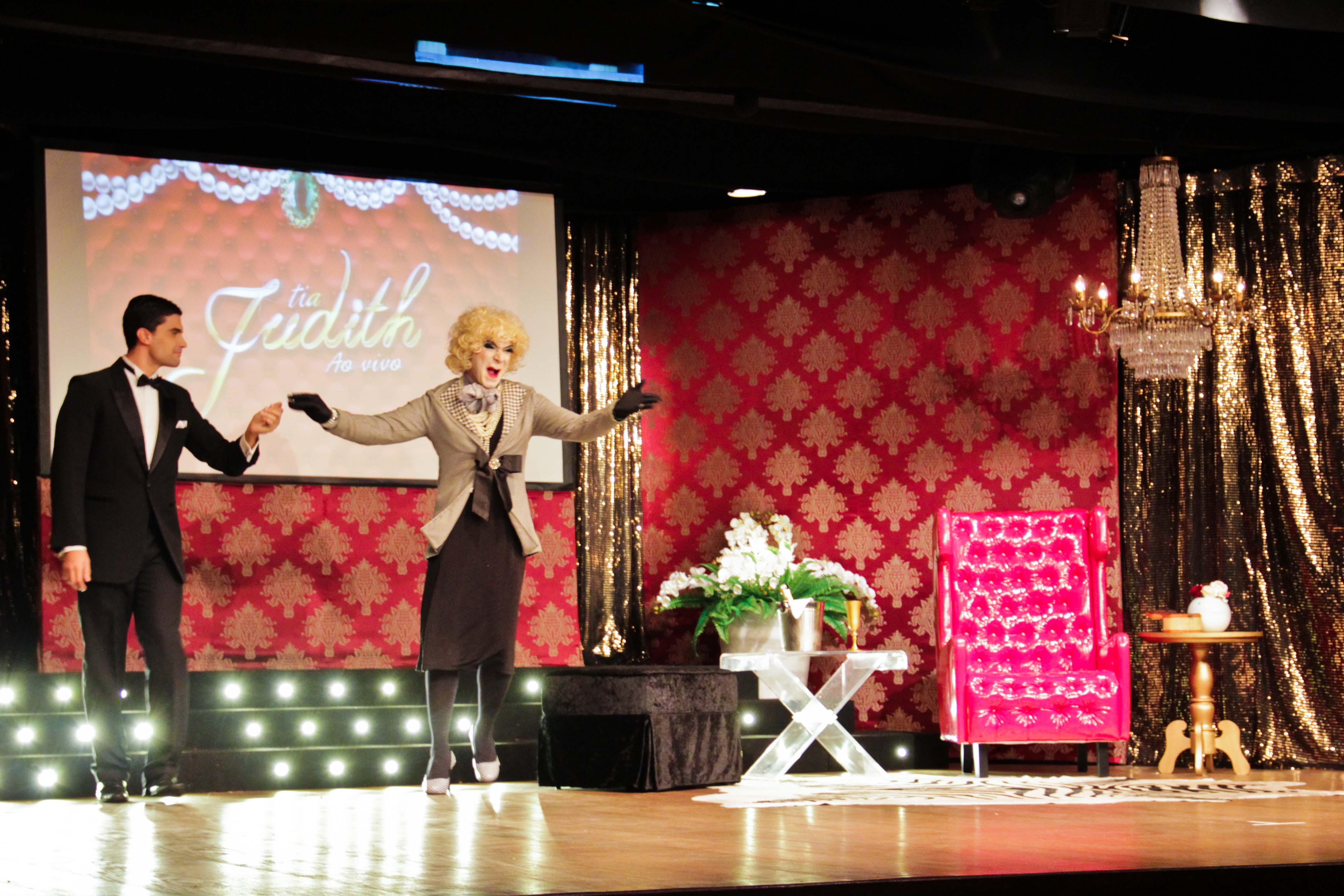Entrada da Tia Judith em seu programa de TV