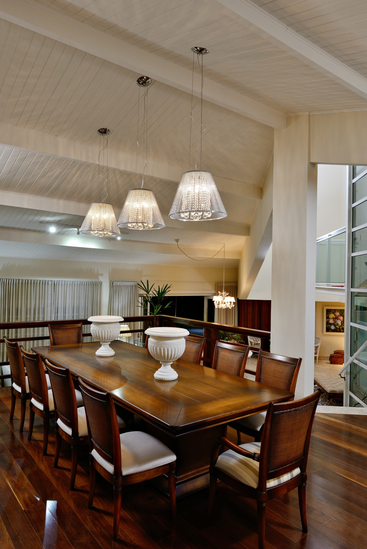 Sala de Jantar com lustre triplo