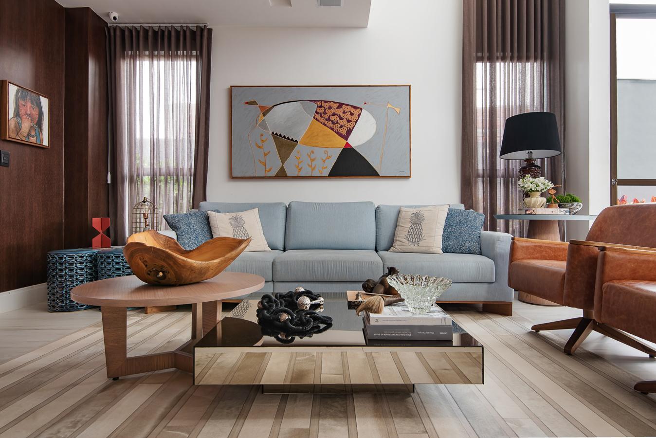 Living com sofá de linho azul