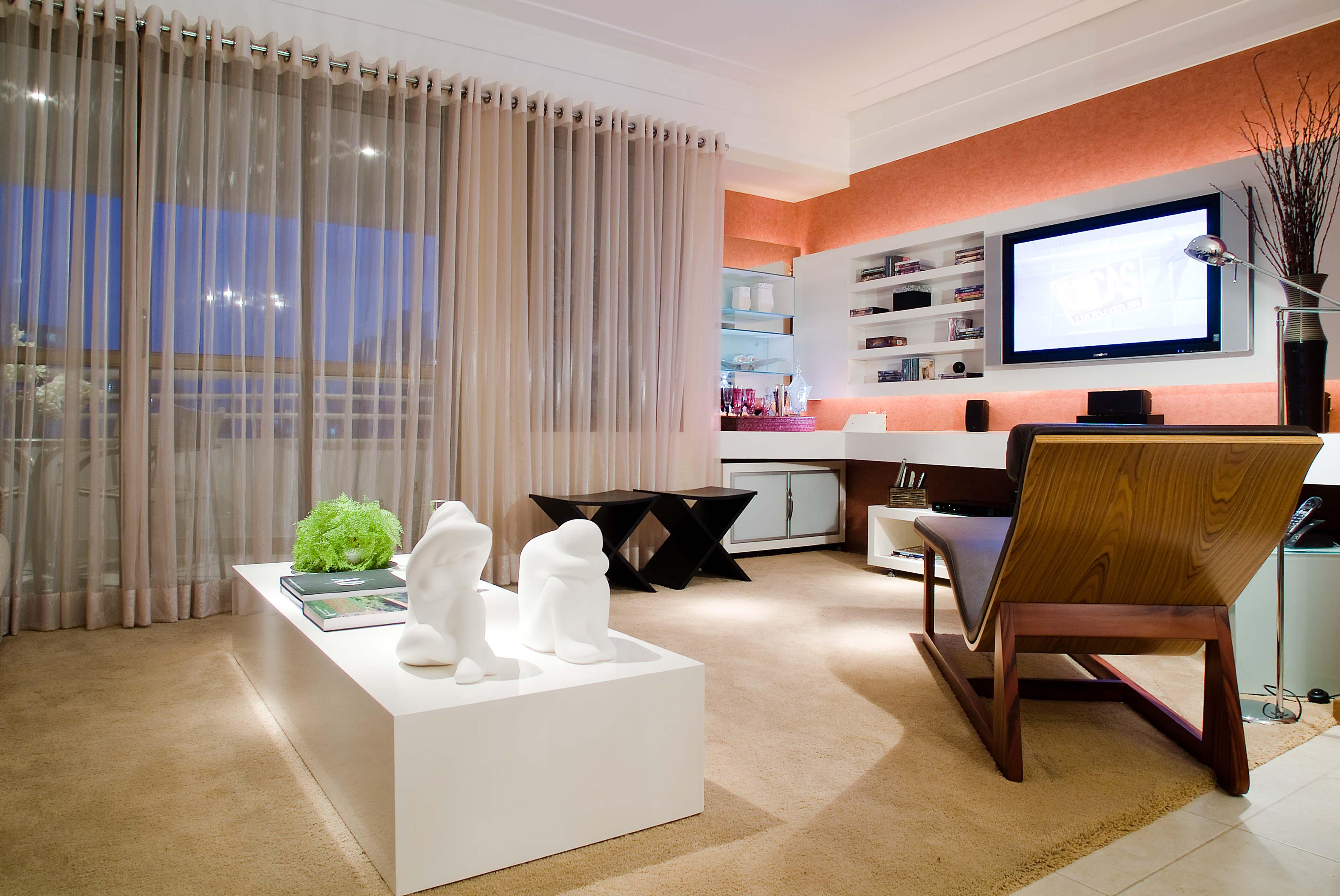 Sala integrada com mesa de centro retangular