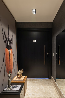 Porta Pivotante em madeira ebanizada
