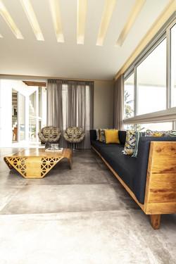 Sala com sofá azul de 4m