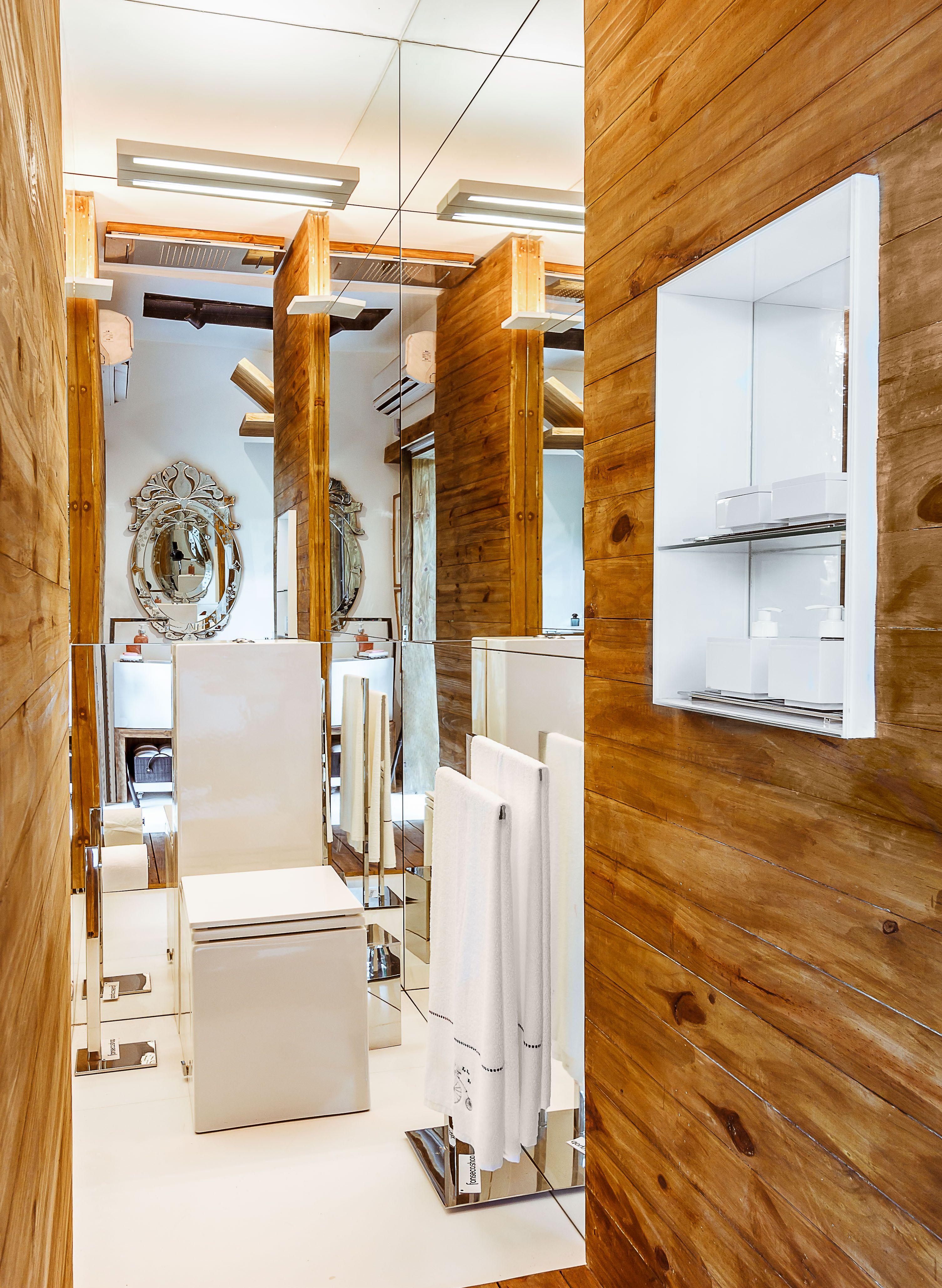 Banheiro com box intermediário
