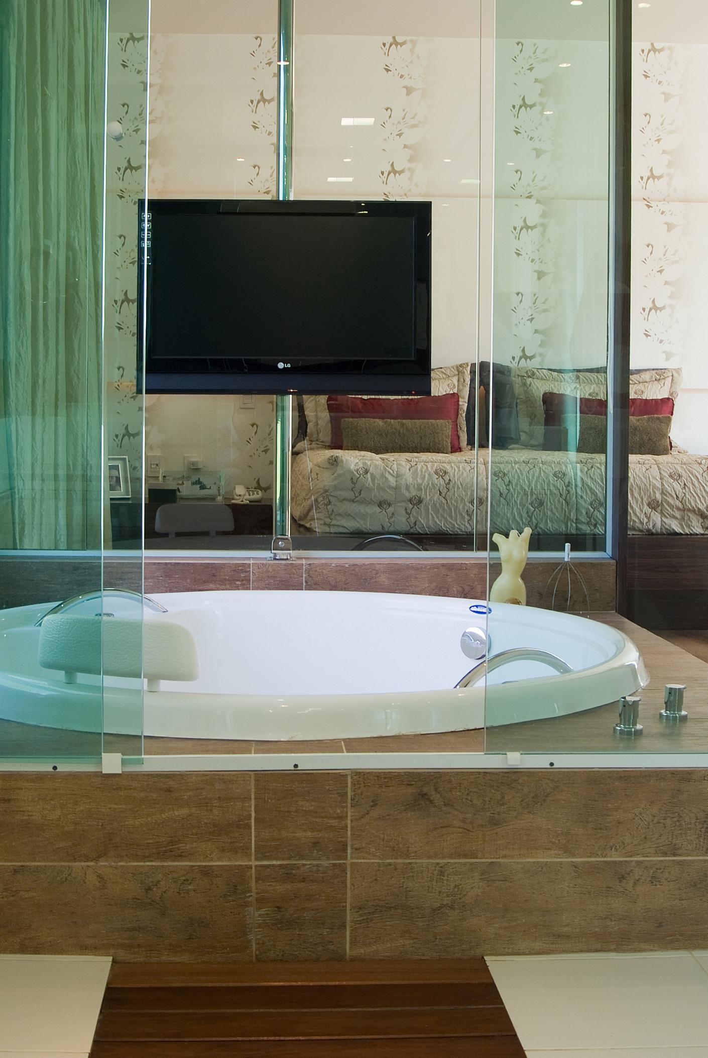 Banheira de casal redonda com TV