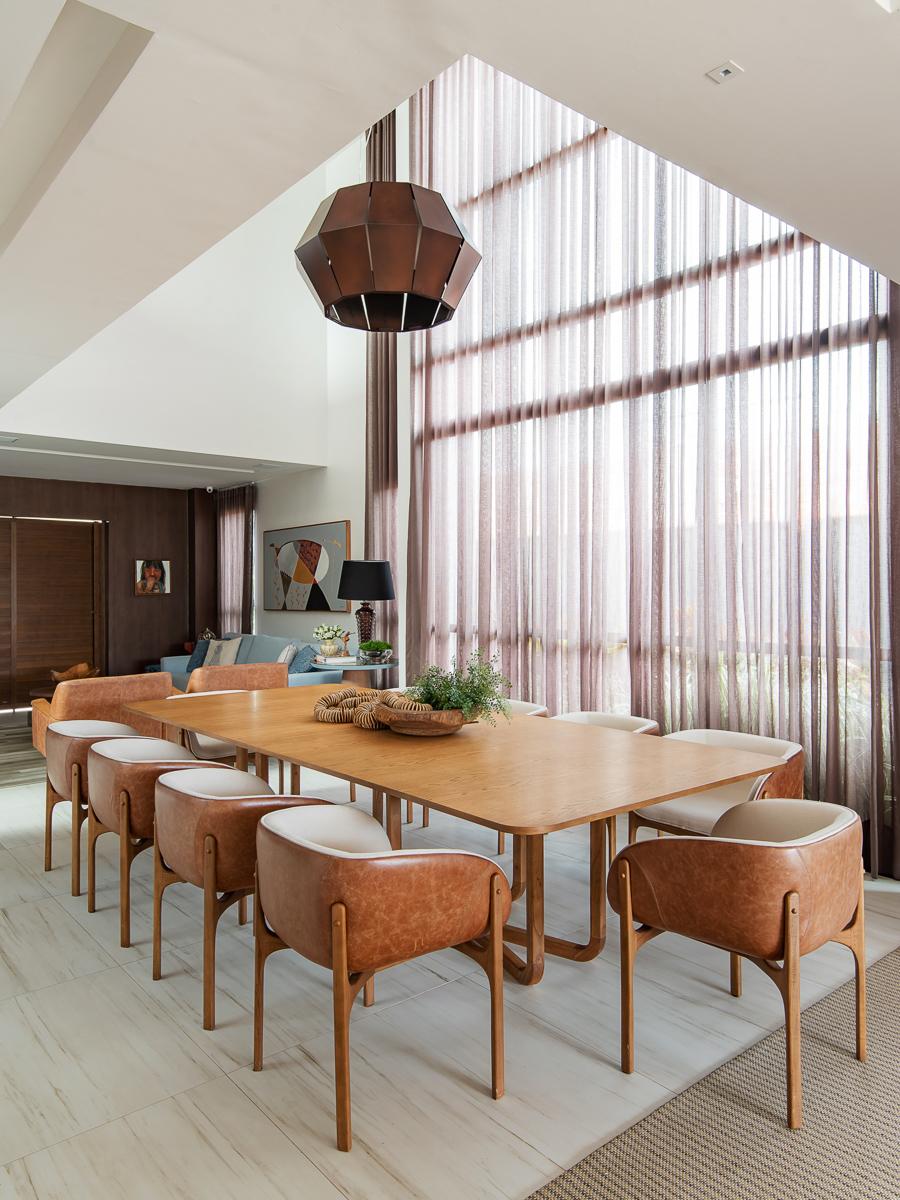 Sala de Jantar com pé-direito duplo