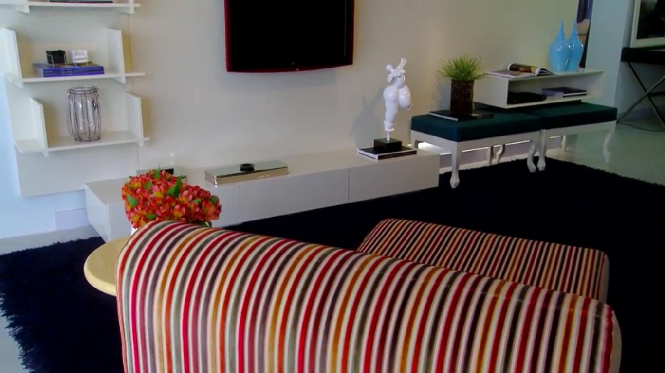 Painel em laca off-white para TV