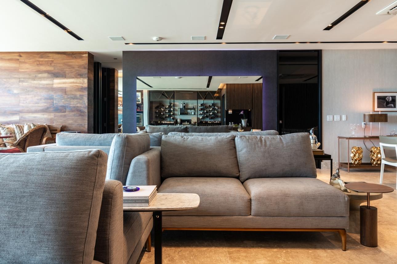 Sofá Ilha em linho cinza para sala integrada