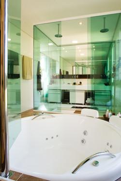 Banheiro Máster com chuveiro duplo