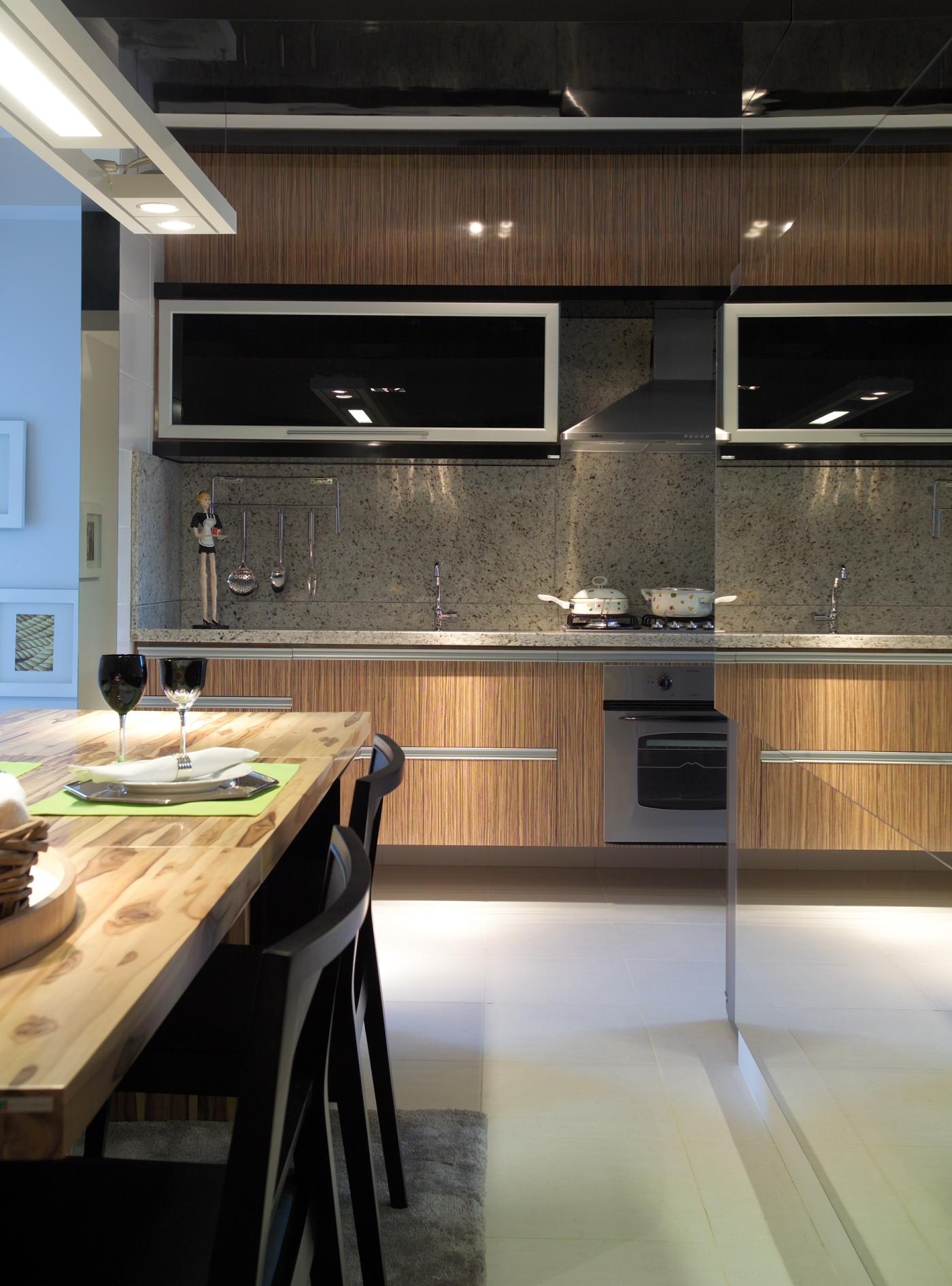 Cozinha integrada com apoio acoplado