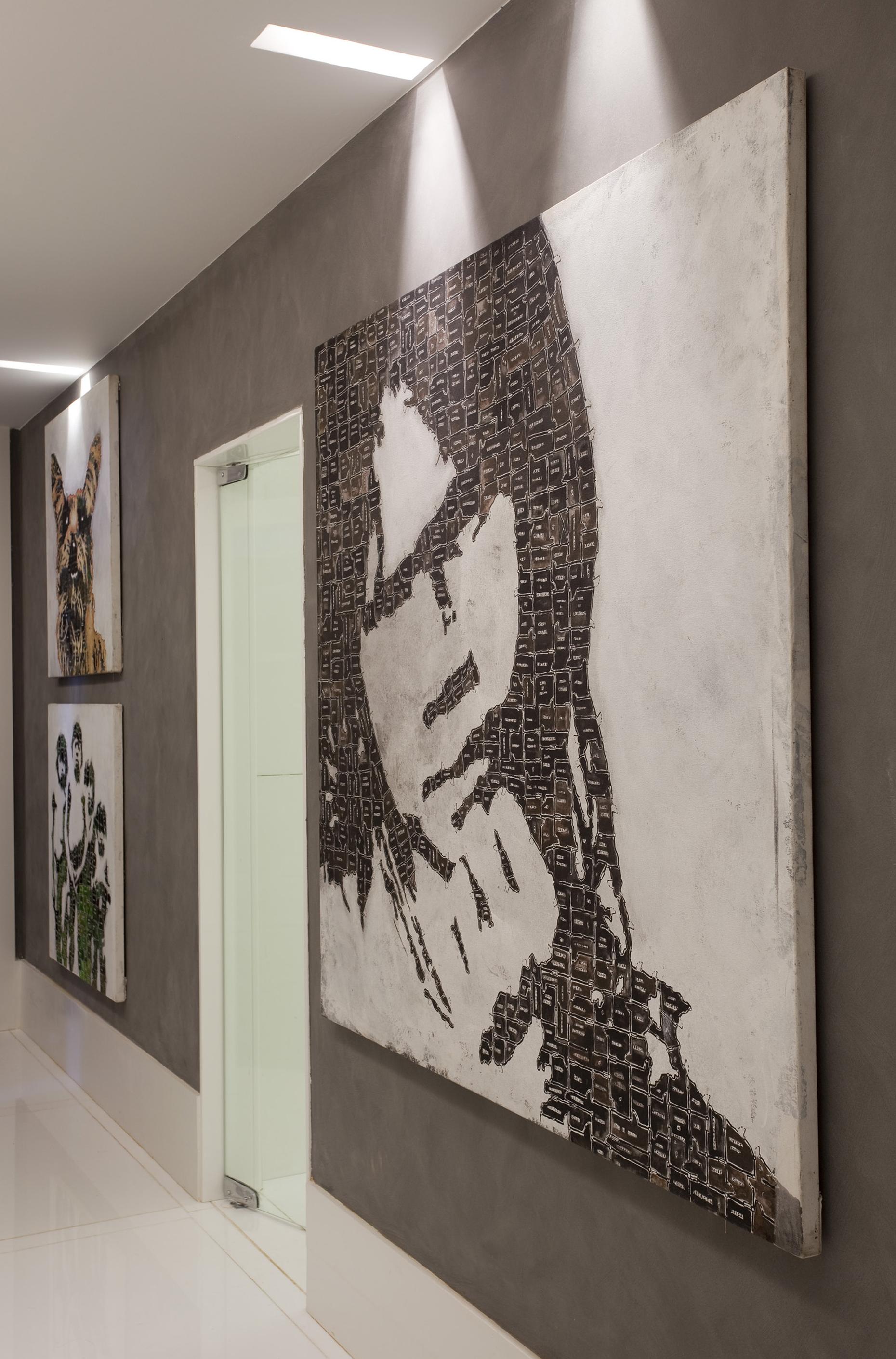Obras de arte na circulação do andar