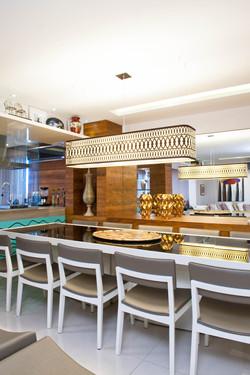 Mesa de Jantar acoplada ao balcão gourmet