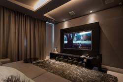 Home Theater com teto acústico