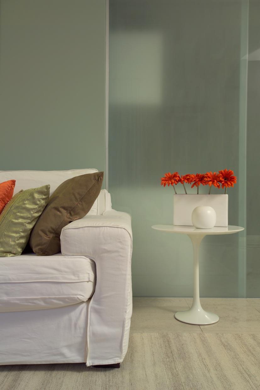 Mesinha Saarinen decorada com flores