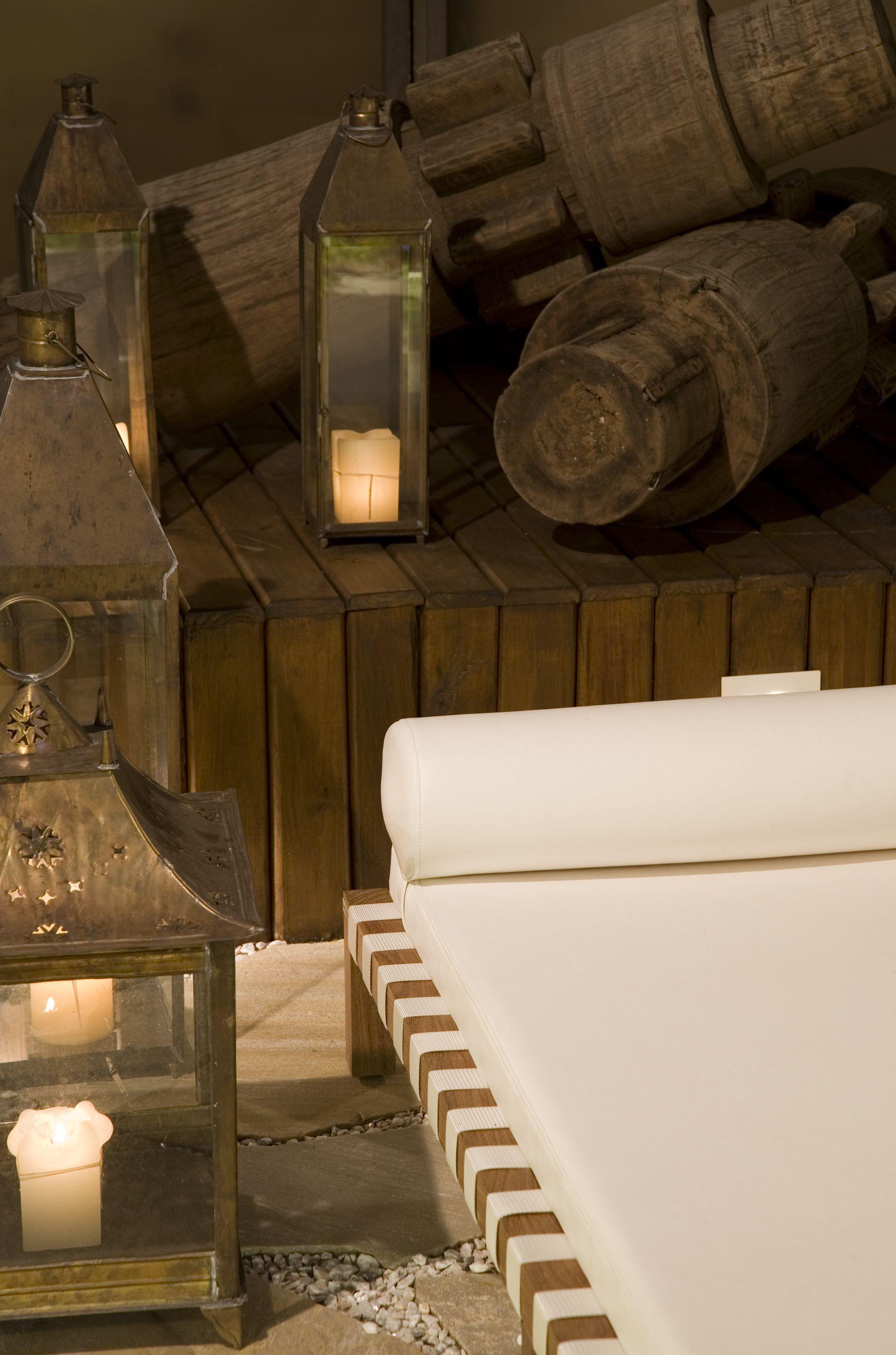 Couch de madeira para área externa