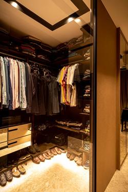 Closet Masculino com portas de vidro deslizante