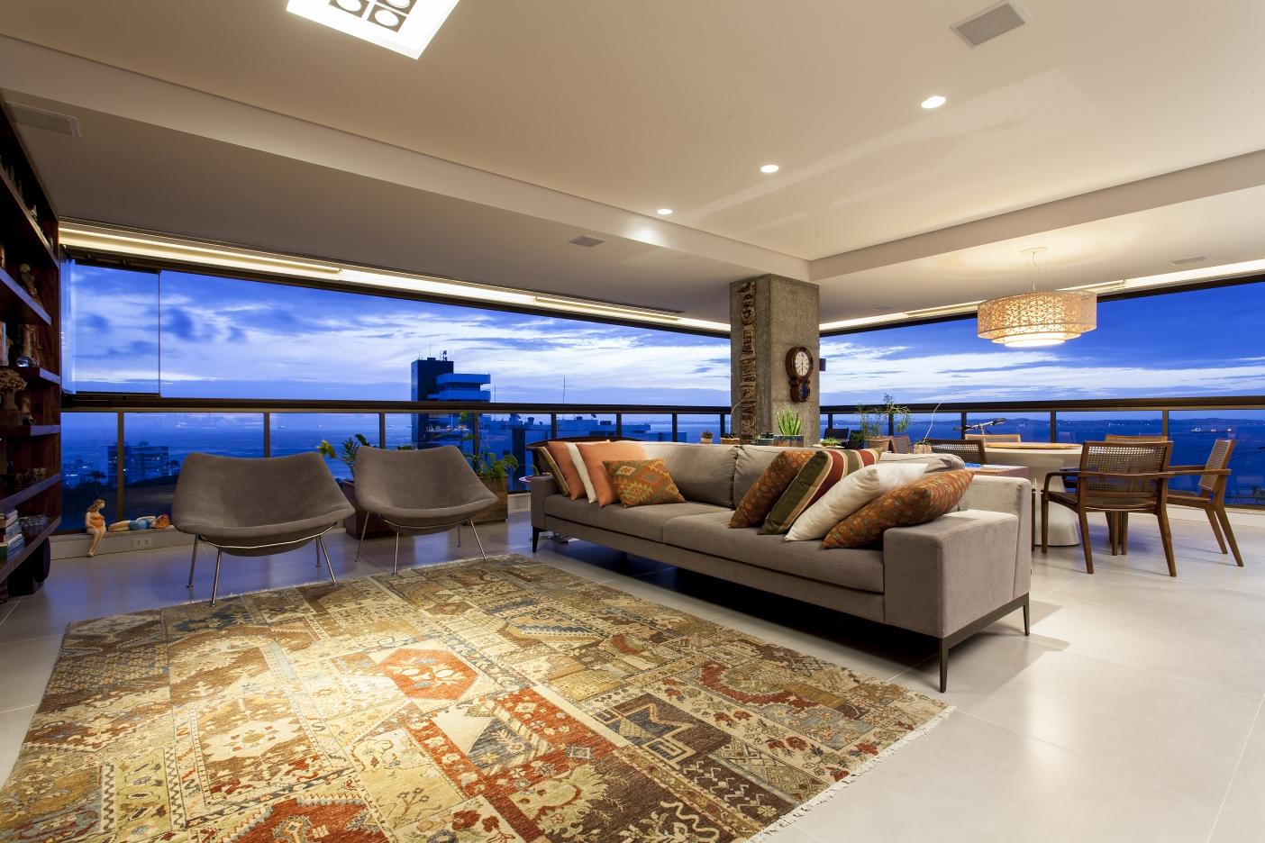 Sala integrada com tapete Gabet