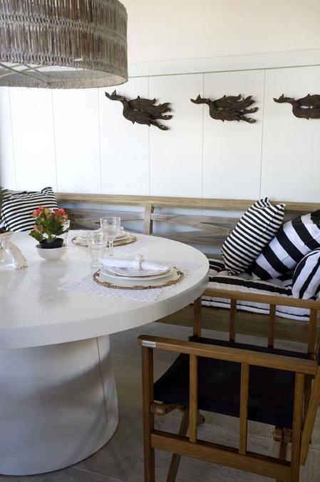 Mesa de almoço redonda em laca branca