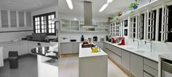 Cozinha modernizada com o acréscimo da copa