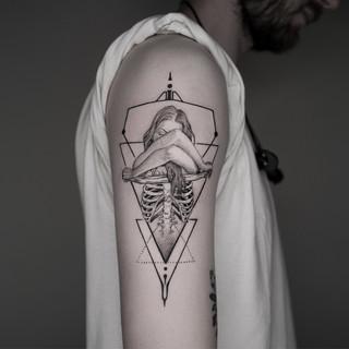 Juan Skull Girl geometric.jpg