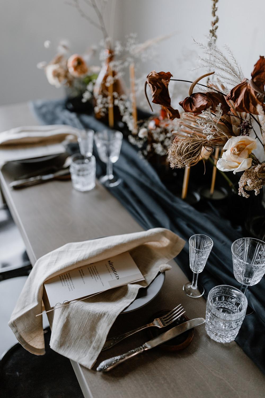 Vardiniai meniu šventinis stalas dekoras bruknes vestuves