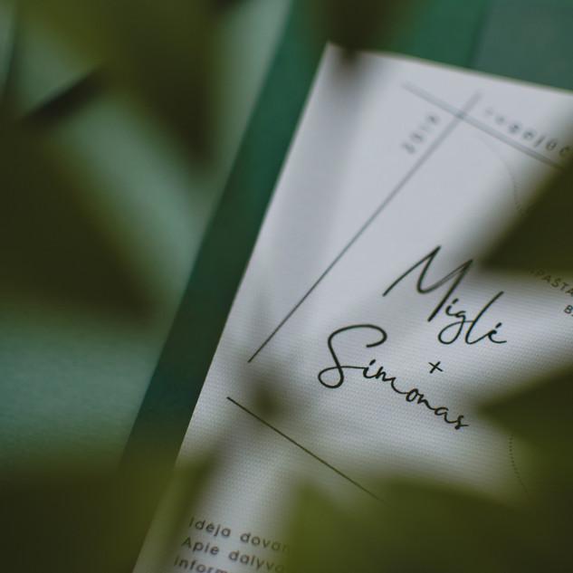 vestuviniai_kvietimai_dekliukas_zalia_br