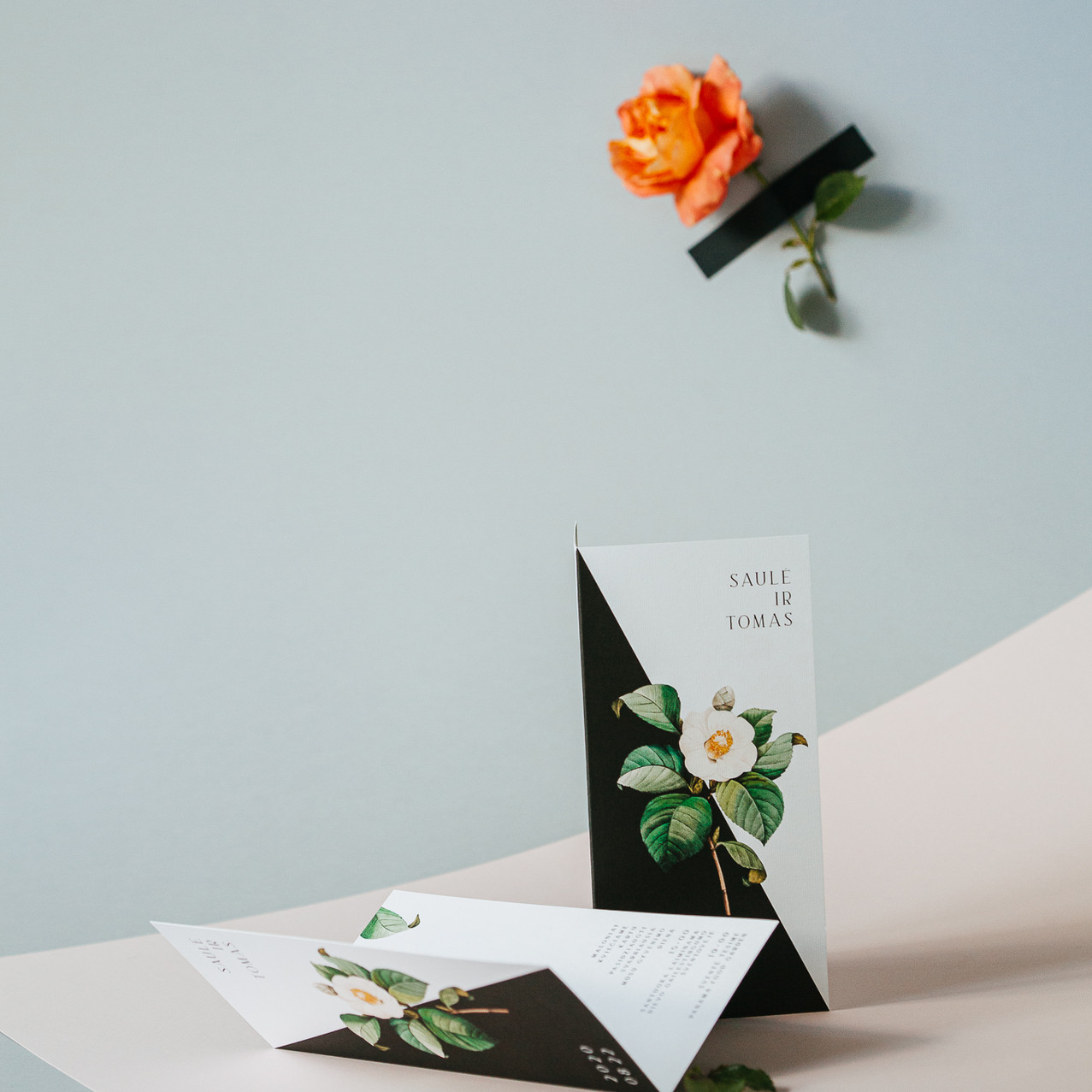 vestuviniai kvietimai moderni roze brukn