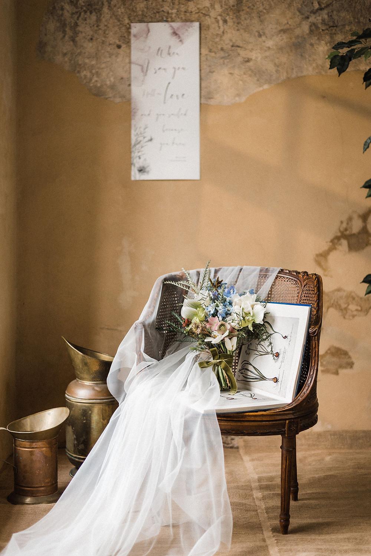 Minimalistinis plakatas su sentencija eilėraščio posmu_bruknes vestuves_nothing but flowers_ sp fotografija