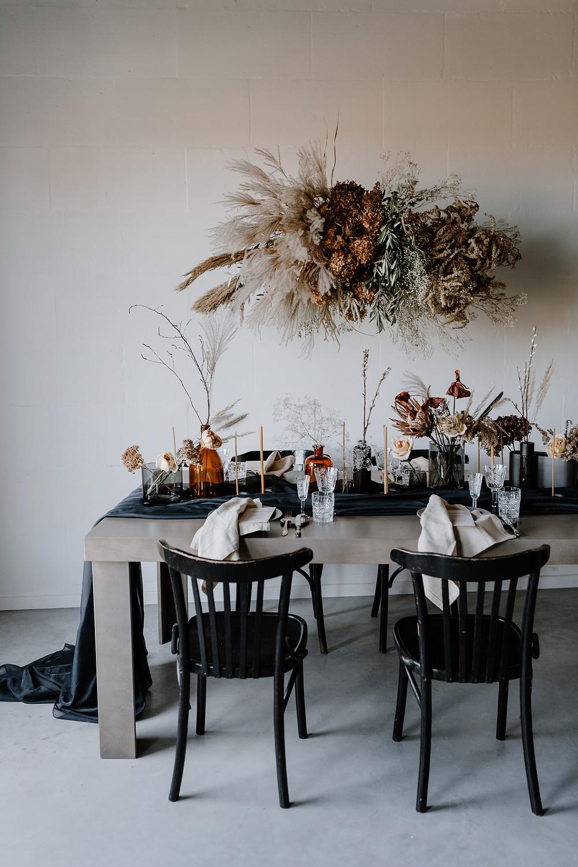 Stalo dekoras, vardiniai meniu, džiovinti augalai