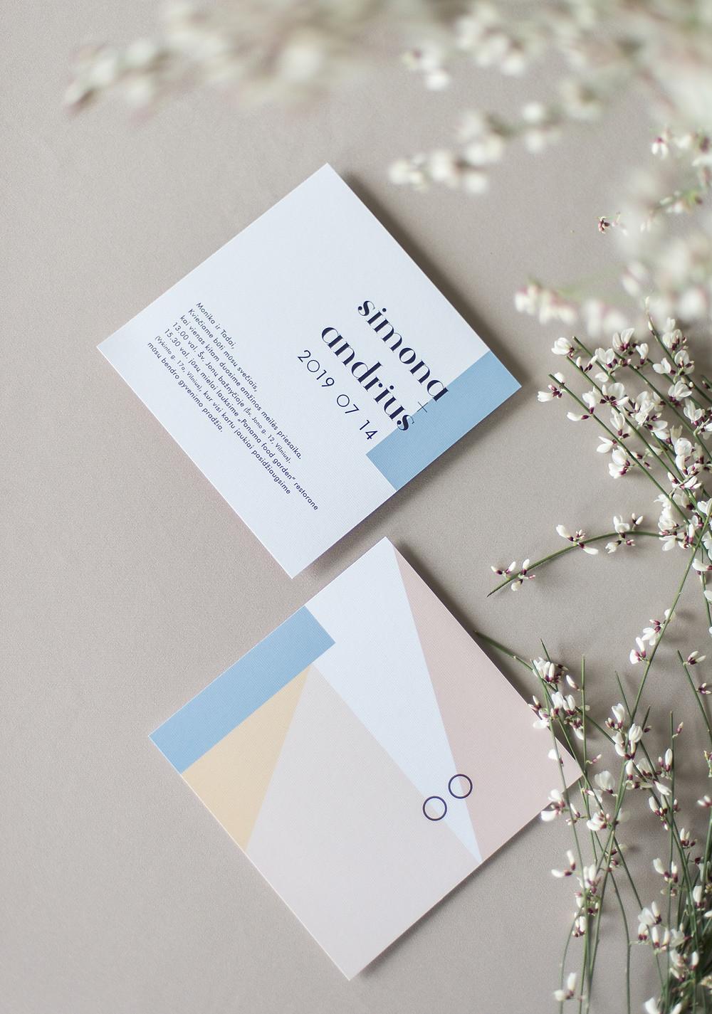 pastelinių spalvų vestuviniai kvietimai bruknes vestuves deroatyvinis popierius