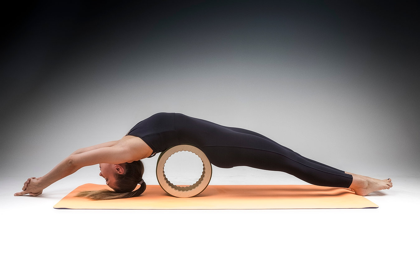 scoliosis yoga wheel - HD 1349×899
