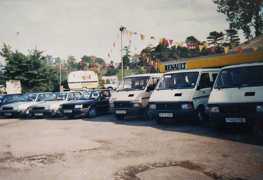 Mogfords_Taxis_Fleet_1988.jpg