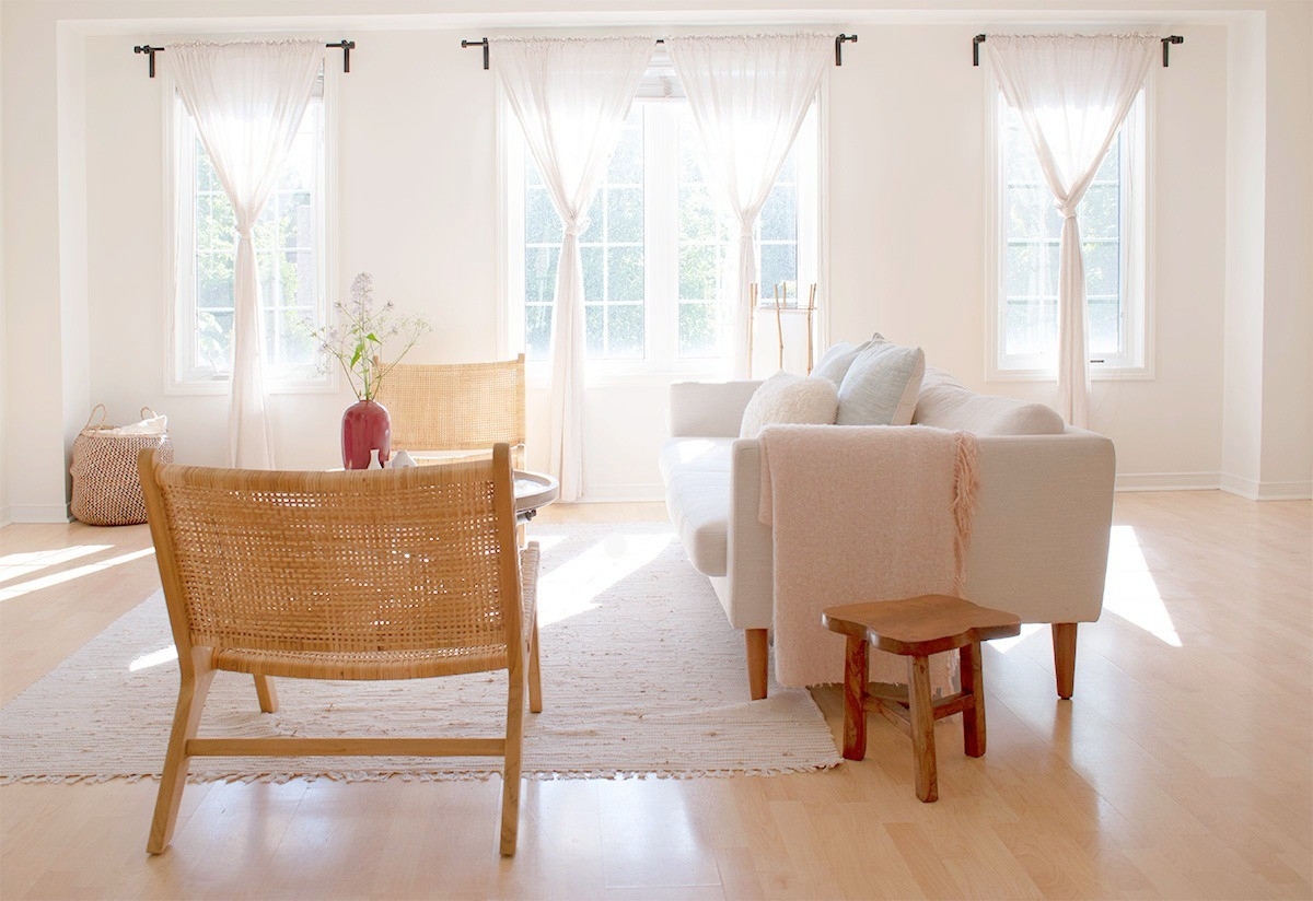 Airy_open_livingroom_window_treatment_Sh